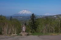 北海道 中山峠の銘板と羊蹄山