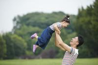 娘を抱える父親