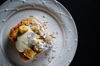 バナナとクリームとナッツのトースト