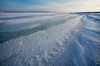 北海道 十勝川の河口が凍る