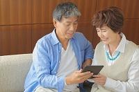 仲のいい日本人シニア夫婦