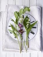 時計の上の花