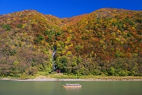 山形県 紅葉の最上川 白糸の滝と舟下り