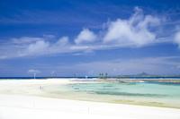 沖縄県 伊江島を望めるエメラルドビーチ