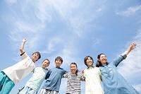 肩を組む日本人の子供