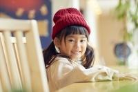 カフェにいる日本人の女の子