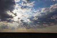 中国 ウイグル自治区 天山北路 雲と地平線