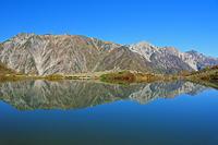 長野県 八方池と白馬三山(右)と天狗ノ頭(左)