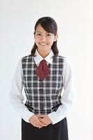 制服姿の笑顔の女性