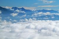 長野県 御嶽山より朝の雲海と穂高岳遠望