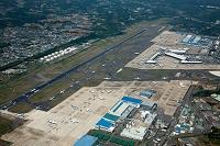 成田国際空港(A滑走路での出発待ちする航空機と第一旅客タ-ミ...