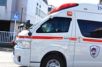 走行する救急車