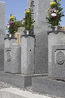 墓石と供花