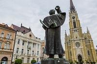 セルビア ミレティッチ像とカトリック大聖堂