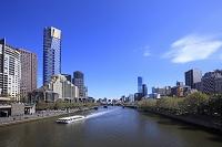 オーストラリア  メルボルン  ヤラ川と高層ビル