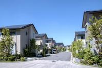 ソーラーパネルを設置した住宅街