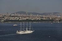トルコ イスタンブール ボスポラス海峡を通る帆走客船ウインド...