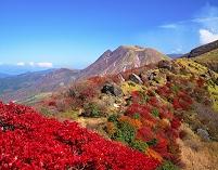 大分県 牧ノ戸峠の紅葉と三俣山