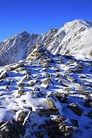 山梨県 北岳山荘から望む冠雪した中白根と間ノ岳