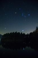 静岡県 富士宮市 田貫湖 昇るオリオン座と冬の大三角