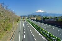 静岡県 東名高速道路と富士山
