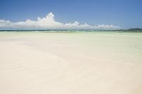 真っ青な海とビーチ