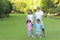 スポーツウェアを着た家族