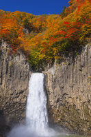 新潟県 秋の苗名滝