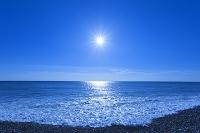 三重県 七里御浜の波と太陽