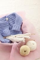 ベビー服と毛糸