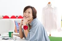 笑顔のパタンナーの日本人女性