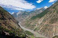 パキスタン インダス川 山間部