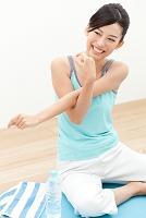 体操をする日本人女性