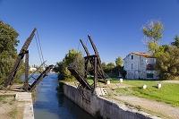 フランス アルル アルルの跳ね橋(ゴッホの描いた橋の再現)
