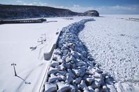 北海道 ウトロ港とオホーツク海の流氷