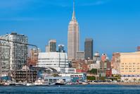 ニューヨークハーバーから見たロウアーマンハッタン 自由の女神...