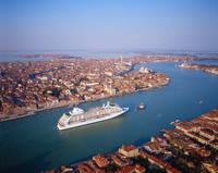 イタリア セブンシーズ・ボイジャー 客船