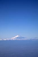 旅客機より富士山を望む