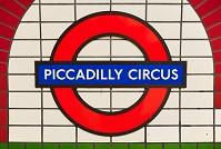 ロンドン ピカデリーサーカス駅の駅名標