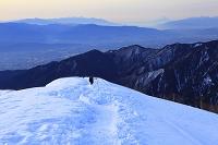 長野県 北アルプス合戦尾根より見る朝の八ヶ岳と富士山と甲斐駒...