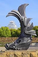 兵庫県 城見台公園の鯱瓦と姫路城天守閣