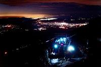 山梨県 富士登山 夜間 頂上と下界の夜景