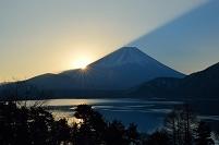 山梨県 本栖湖より富士山