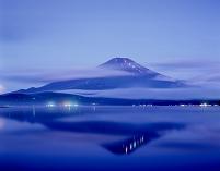 山梨県 富士山と流雲