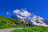 スイス  アルプスの観光客