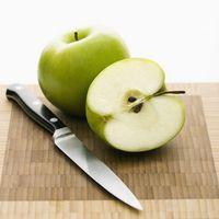 二つにカットされた青リンゴ