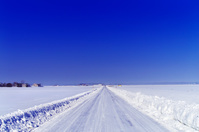 北海道 広大な平野の道