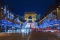 フランス パリ シャンゼリゼ通りのクリスマスイルミネーション