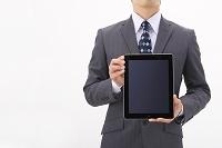 iPadを持つビジネスマン
