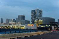 新豊洲駅周辺の街並みとビル群
